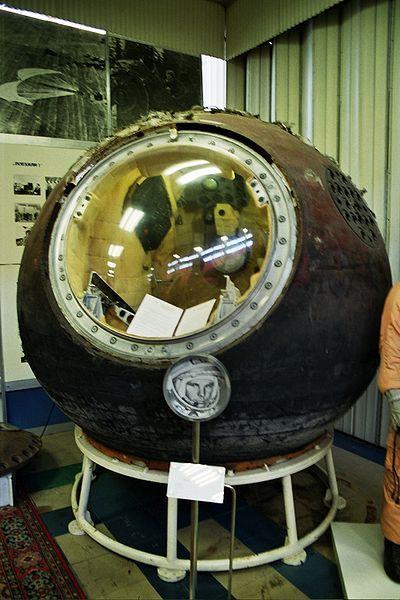 Los vehículos de descenso de las naves espaciales de las Series Vostok y Voskhod descendieron a lo largo de una trayectoria balística