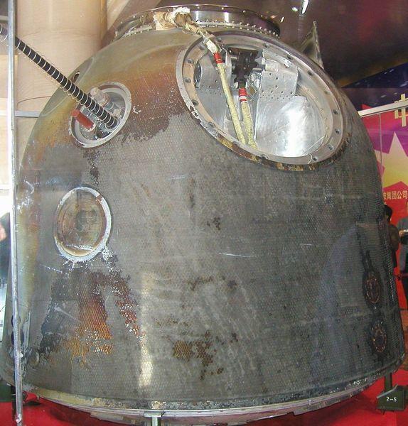 El módulo de aterrizaje Shenzhou-5 (PRC) en forma y Tamaño es similar a la Soyuz.