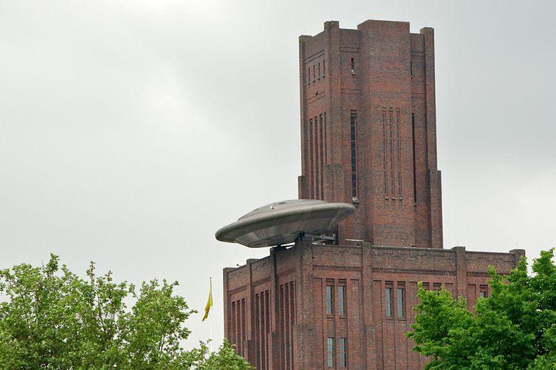 Утрехт (1999). НЛО на крыше Работа © Marc Ruygrok(голландскийхудожникискульптор)