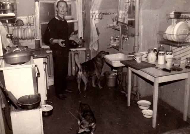 Vitaly Vinogradov in the kitchen of the artists ' attic