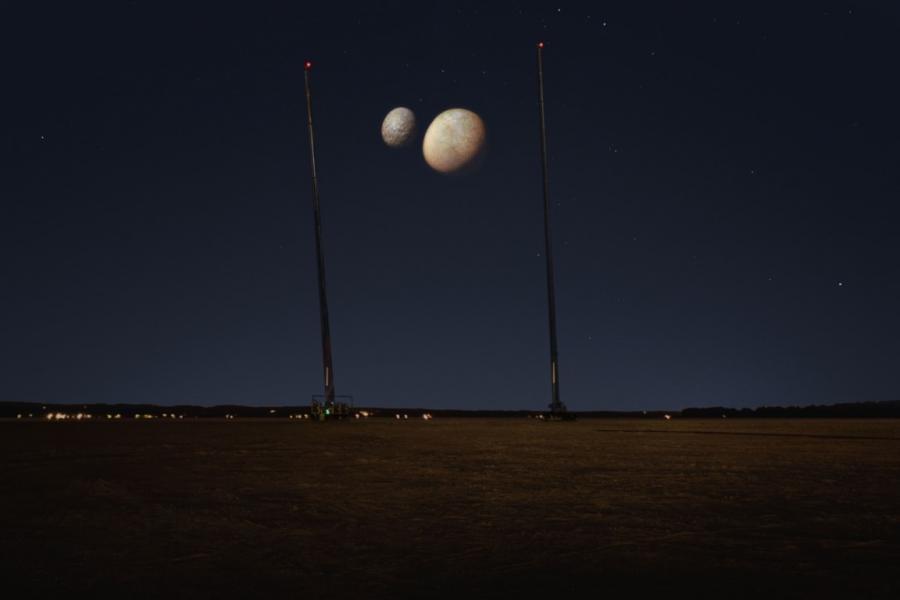 Две луны над Дубаем: луны были спроектированы как рекламный трюк(Изображение: ОФИС СМИ ОАЭ)