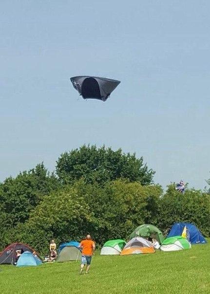 Подхваченная ветром палатка