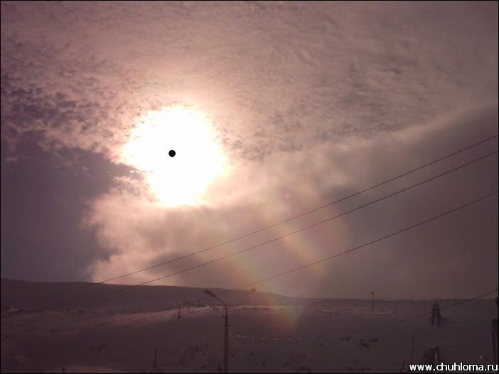 De vesenee el sol, fotografiados a través de la solidez a la luz protegen puntos (горнолыжную la máscara) con un fuerte filtro. Traducido del servicio de «Yandex.Traductor»