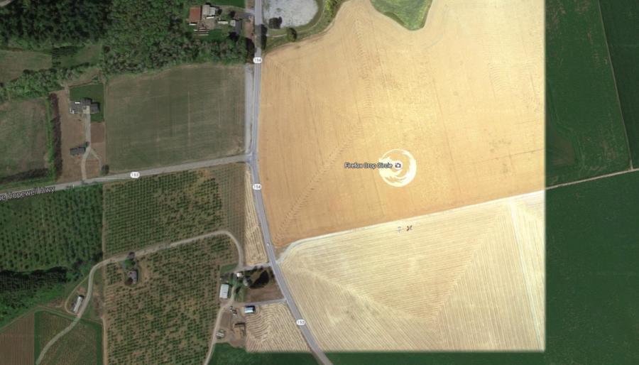 """Название:Firefox Crop Circle  Год создания:август 2006 г.  Описание: Формация была сделана накукурузном поле в штате Орегонгруппой пользователей Linux из Университета штата Орегон. Логотип занимает площадь более 45 000 кв футов (1 371 600 кв км).  Фотографии процесса:    Местонахождение:Dayton, OR 97114Соединенные Штаты  Координаты:45°7'25.77""""N 123°6'49.61""""W"""