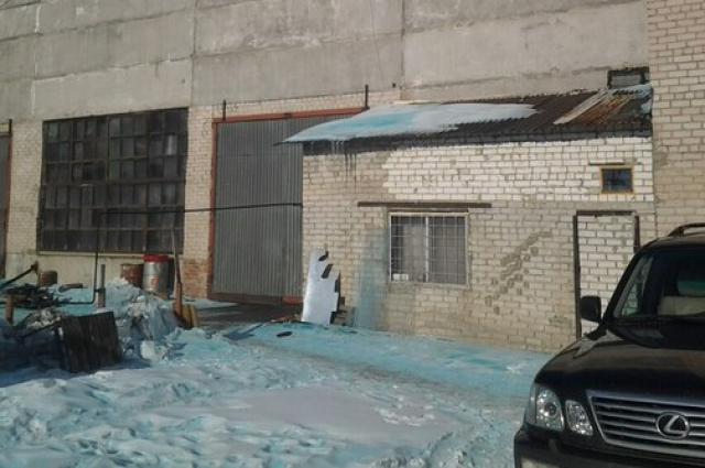Причиной появления голубого снега в Челябинске оказаласькраска для пасхальных яиц, попавшая в вентиляцию местного предприятия.