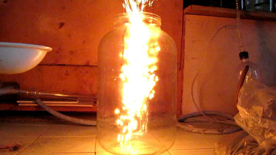"""""""Огненная метель"""" [каталитическое горение аммиака на оксиде хрома (III)]"""