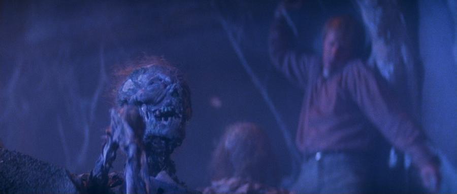 Оживший мертвец из подземелий замка Дракулы
