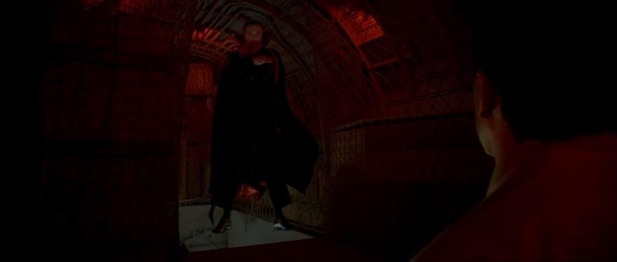 Дракула завис в воздухе