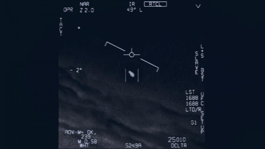 Космический корабль пришельца на экране радара американского истребителя