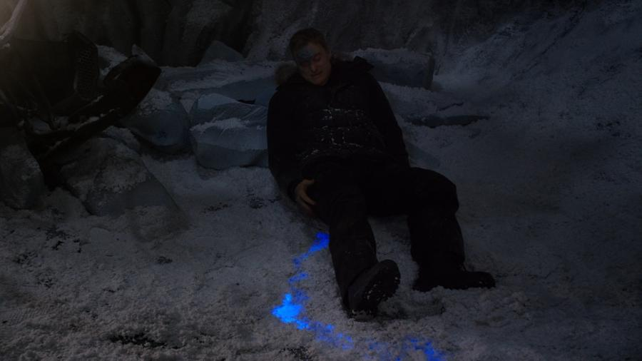 Раненый пришелец (светящаяся кровь голубого цвета, частично пропавшая маскировка)