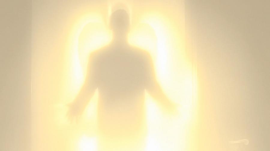 Светящееся существо (предположительно, ангел)